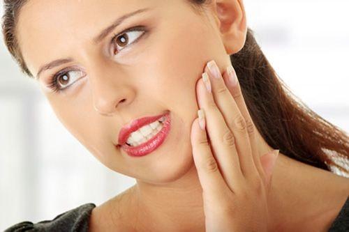Mọc răng khôn nuốt nước bọt đau phải làm sao? 2
